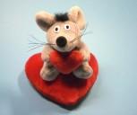 Plüsch Maus auf Herz